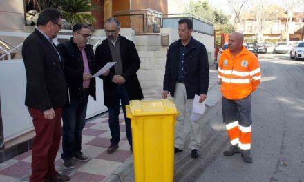 El Ayuntamiento de Caravaca y Ecoembes impulsan una campaña para mejorar el reciclaje de envases ligeros con la técnica de recogida 'puerta a puerta'