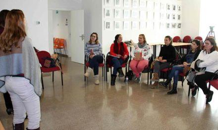 El programa 'Gira Mujeres' forma y asesora a un grupo de emprendedoras caravaqueñas en el Centro Municipal de Empleo y Formación