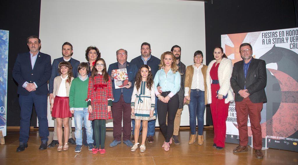 Presentada la revista de las fiestas patronales, con más de 1.500 imágenes repartidas en los tomos festero, institucional e infantil