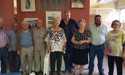 El Ayuntamiento de Moratalla mejora el equipamiento del Hogar del Pensionista con la entrega de doce mesas