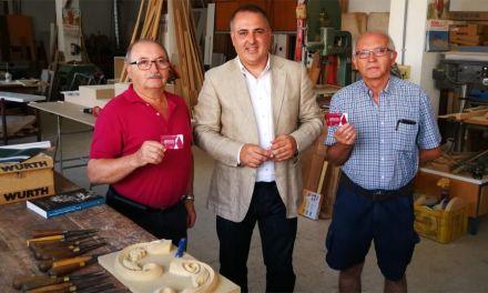 Los hermanos González Cava reciben sus carn és de artesano honoríficos