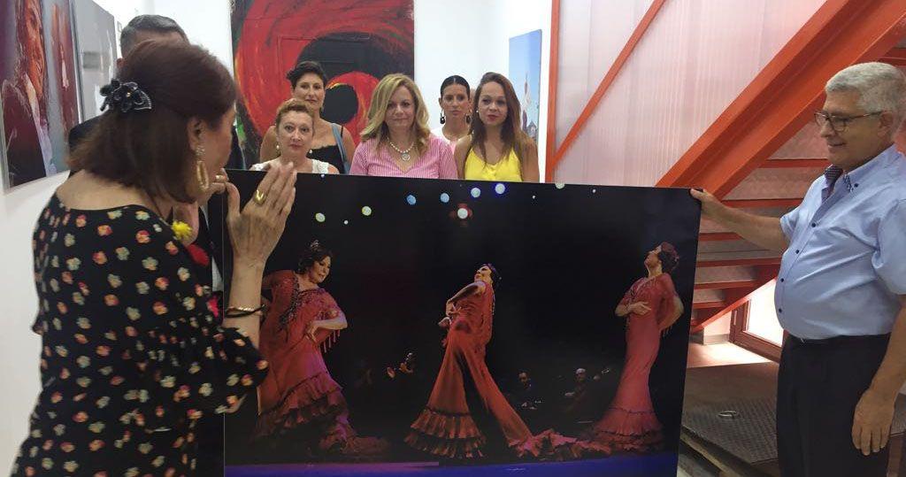 """Blanca del Rey visita la exposición fotográfica """"El Desplante»"""