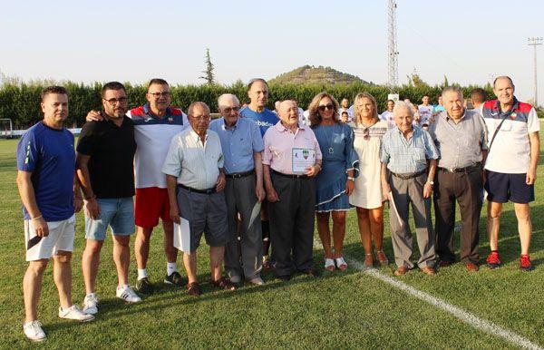 Cehegín homenajea a sus leyendas futbolísticas