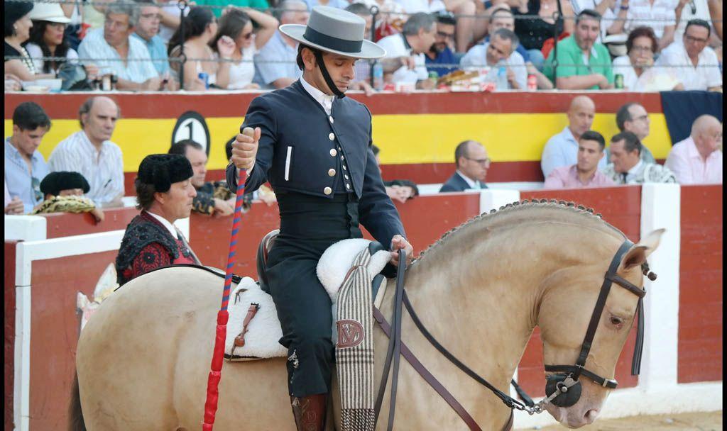 Filiberto y Diego Ventura, a hombros en la corrida de los Santos