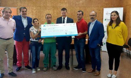 APCOM y 'la Caixa' firman un acuerdo para impulsar la agroecología en la finca caravaqueña 'Casa Mauro'