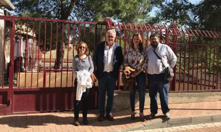 "La Diputada Regional, Choni Ludeña, visita el colegio público ""Juana Rodriguez"""