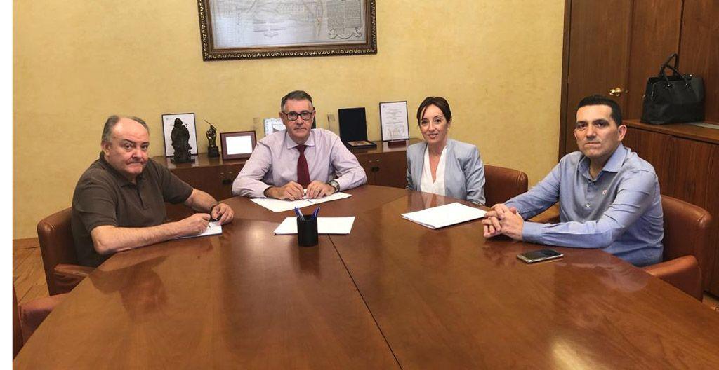 Reunión de trabajo entre el Presidente de la CHS y la Alcaldesa de Bullas