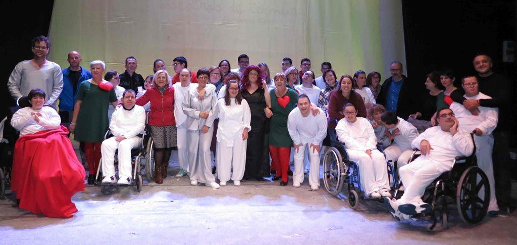 Caravaca celebra el 'Día Internacional de la Discapacidad' con la obra 'Maestros de la ternura', representada por usuarios de APCOM