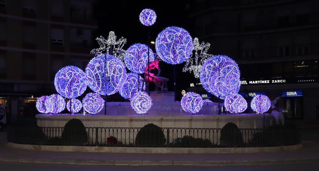Inaugurado el Mercadillo Navideño y la iluminación del Alpargatero