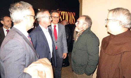 El Ministro de Cultura visita Caravaca para apoyar la candidatura de los Caballos del Vino a Patrimonio de la Humanidad y conocer la exposición Místicos