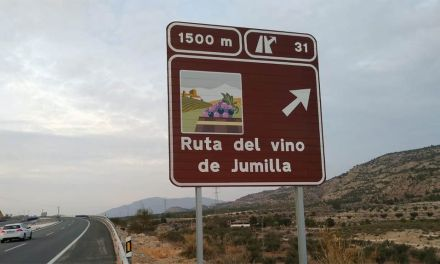 La Comunidad instala nueva señalización turística para potenciar la visibilidad de las rutas del vino de la Región