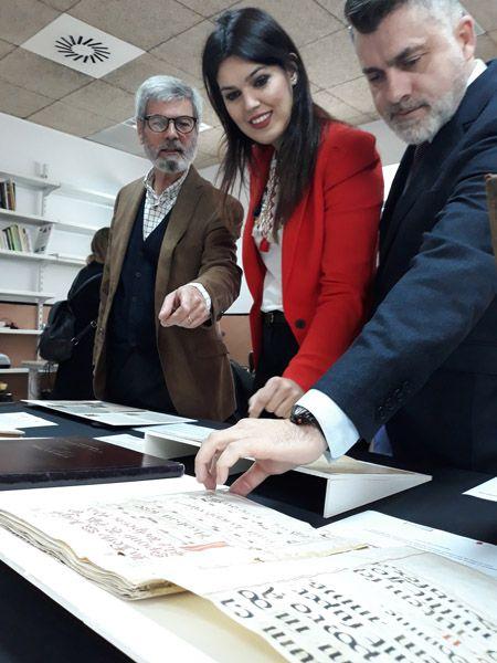 Entre las colecciones, que datan desde el siglo XV hasta la actualidad, destacan las del Orfeón Fernández Caballero, la Real Academia Alfonso X El Sabio y las de una veintena de compositores