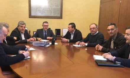 El Alcalde asiste a una reunión en La CHS junto a representantes de la Comunidad de Regantes de Fuente Librilla