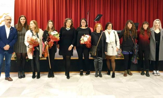 La exposición 'Hypatia' reúne obras de doce mujeres caravaqueñas en la Casa de la Cultura 'Emilio Sáez'