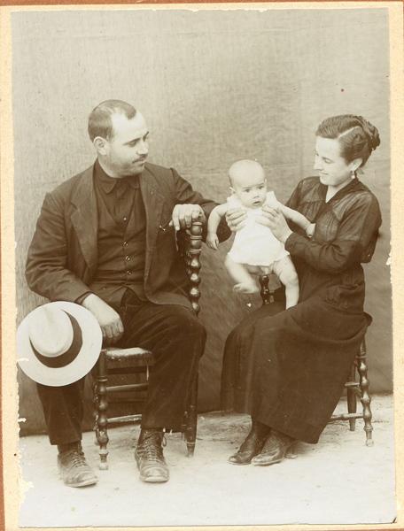 José María Corbalán de bebé, con sus padres en Los Royos