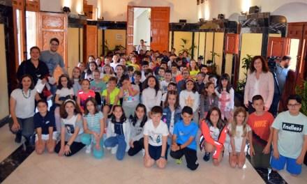 El colegio Cervantes participa en el proyecto de emprendimiento 'Embarka' y venderá los productos de las cooperativas escolares en el mercado semanal
