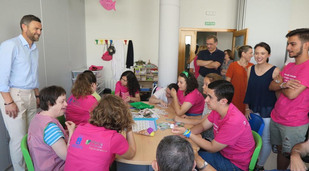 Jóvenes caravaqueños viven una experiencia de voluntariado en el centro y residencia de personas con discapacidad 'El Copo'