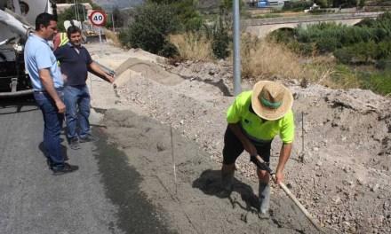 La Dirección General de Carreteras acomete las obras de consolidación del arcén y revestimiento de la cuneta de la travesía de la Carretera de Murcia