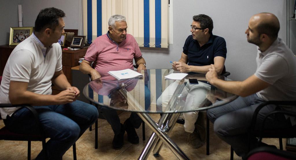 Ciudadanos se reúne con la empresa caravaqueña Martínez Robles para mostrarle su apoyo
