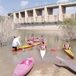 El piragüismo pone en valor la presa de Pliego y crea afición a este deporte entre los vecinos de la localidad