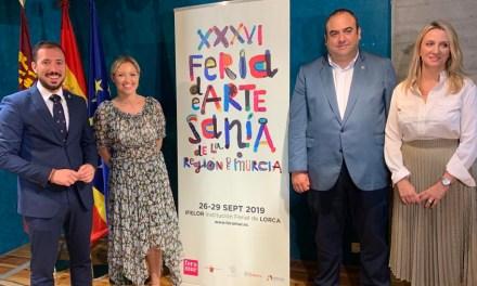 Artesanos del barro, madera, textil, metal, cuero, vidrio, forja, cosmética y alimentación se dan cita en la Feria Regional en Lorca