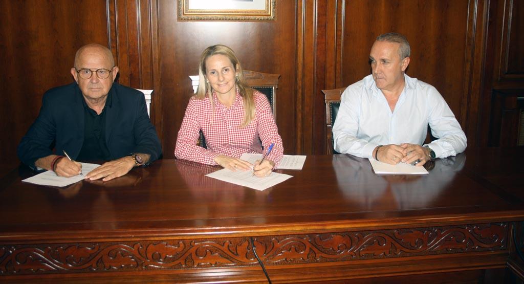 El Ayuntamiento de Cehegín firma un convenio para la instalación en el municipio de soportes de información institucional, turística, cultural y comercial