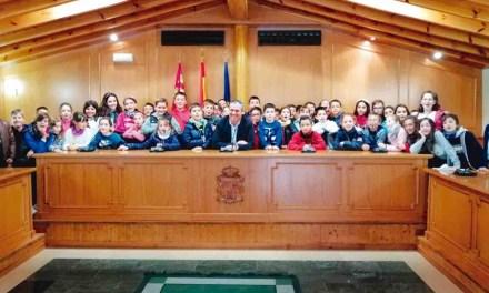 Escolares del municipio visitan el Ayuntamiento de Pliego