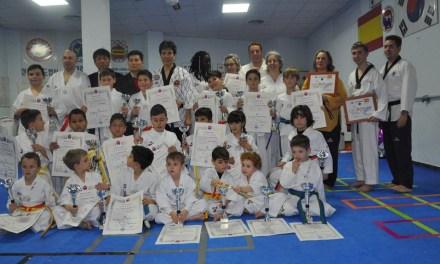Examen de taekwondo en el Gimnasio Sin