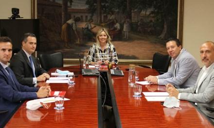 La consejera de Empresa aborda junto al alcalde de Mula los proyectos prioritarios para el municipio