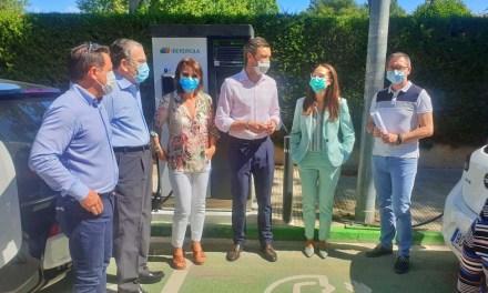 Caravaca pone en servicio las primeras estaciones de recarga rápida para vehículos eléctricos en la vía pública