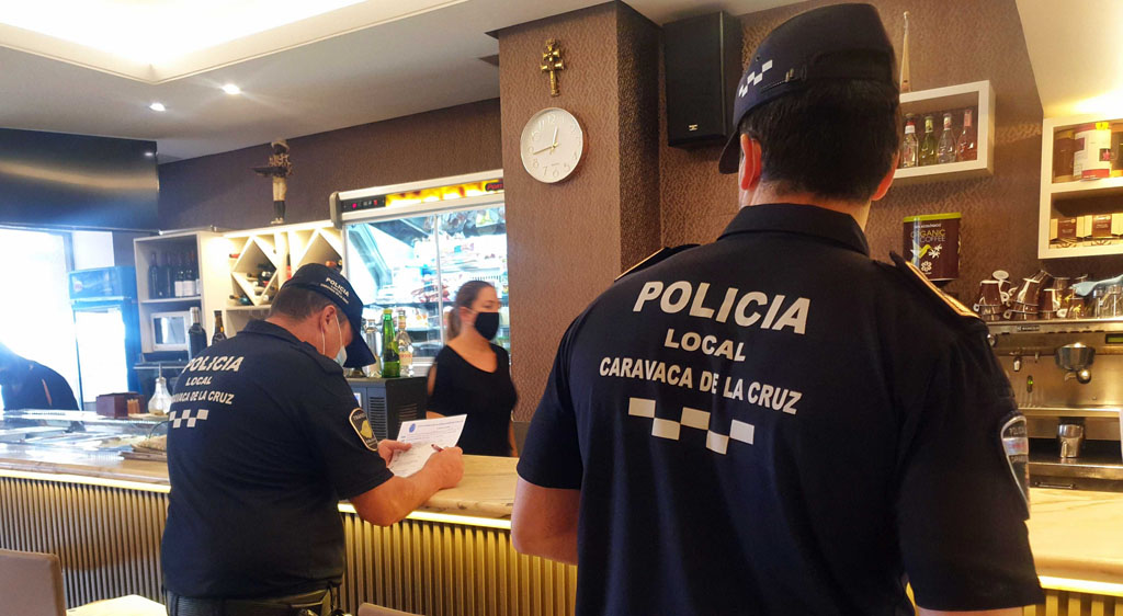 La Policía Local de Caravaca realiza inspecciones informativas en más de un centenar de locales de hostelería sobre la normativa COVID-19