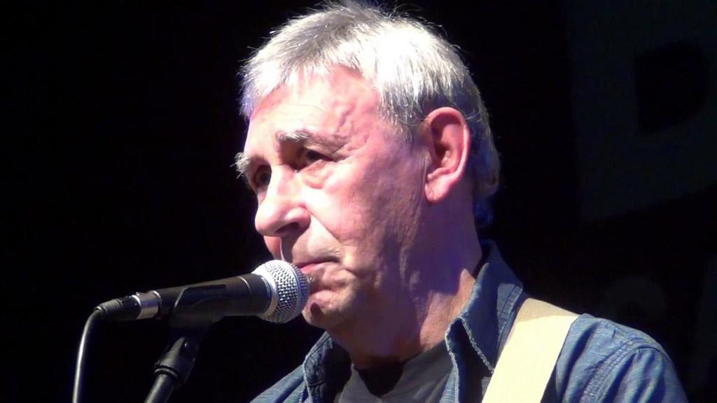 El coronavirus le arrebata la vida al cantautor maño Joaquín Carbonell