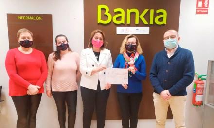 Bankia entrega un cheque solidario de 5.000 euros al colectivo «Calasparra se mueve»