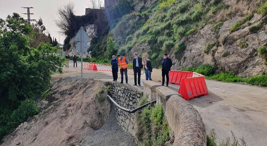 La Comunidad mejora la seguridad de la carretera de acceso al antiguo puente sobre el Río Argos en Cehegín