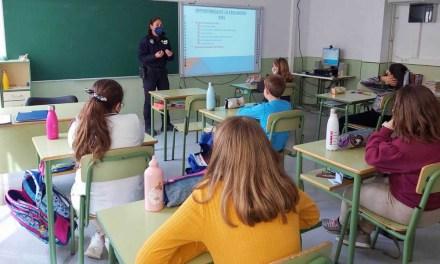 Cerca de 400 alumnos de 5º de Primaria de Caravaca se forman en Educación Vial de la mano de los policías tutores