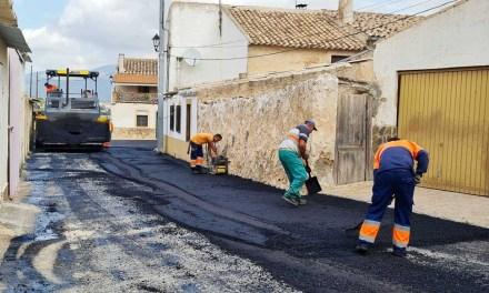 El Ayuntamiento de Caravaca renueva el asfaltado y señalización en 13 calles de pedanías