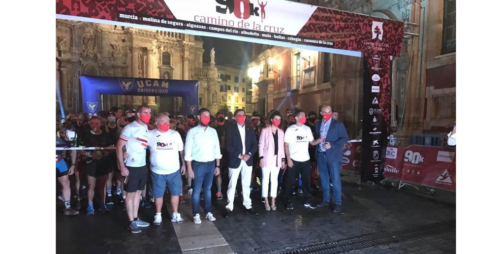 500 corredores toman la salida de la Ultra 90K Camino de la Cruz en Murcia