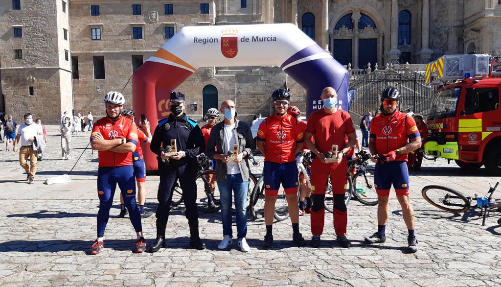 Los bomberos de 'Mi Camino Solidario Non Stop' llegan a Santiago de Compostela