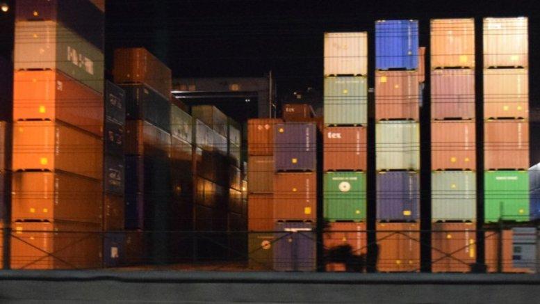 Contenedores en el puerto interior | Foto: El Noticiero de Manzanillo