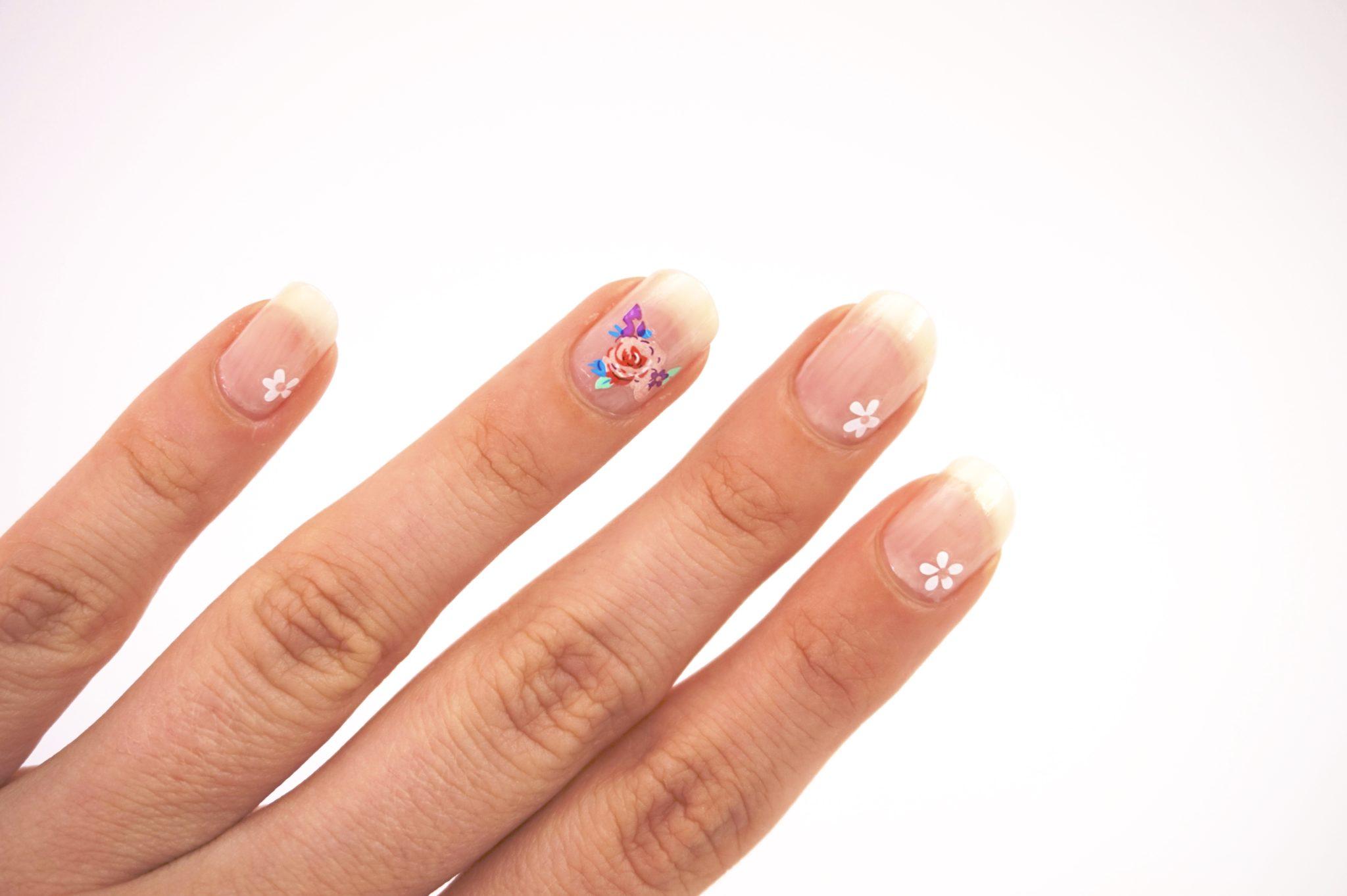 Jolies Fleurs Nail Art
