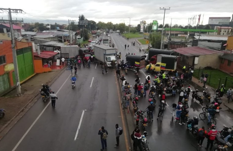 Hoy 12 de mayo registran bloqueos de vías en Cota