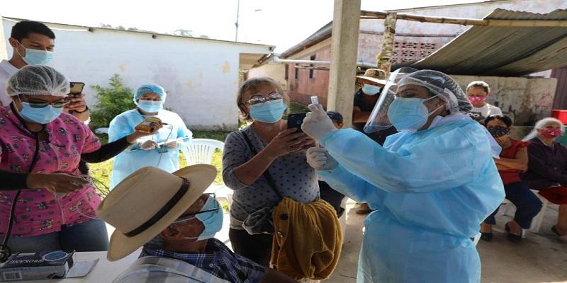 Cundinamarca: personal de la salud conmemora Día del Trabajo vacunando