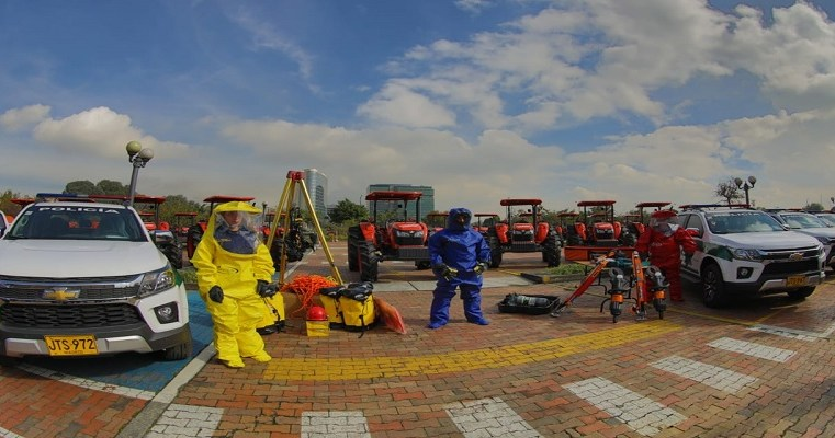 Entregan maquinaria, patrullas y kits de rescate a municipios de Cundinamarca
