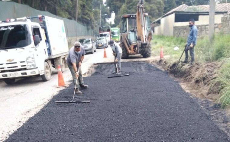 Realizan reparcheo en la vía Cajicá-Tabio