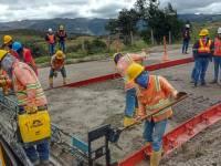 50 convenios con igual número de municipios, donde se adelantan obras de infraestructura vial en 278 kilómetros de corredores rurales que reducen los tiempos de desplazamiento y costos de operación.