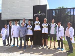 Jugadores y componentes del equipo médico de Podoactiva / Foto: CB Peñas