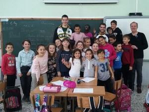 Los jugadores del peñas en la clase del colegio / Foto: CB Peñas