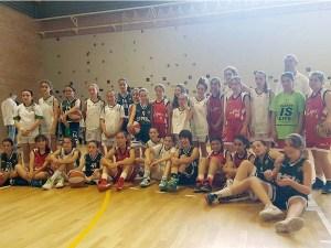 Foto de familia de todas las jugadoras asistentes al torneo / Foto: CB Peñas