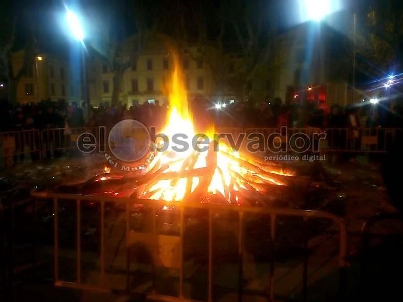 El fuego duró hasta muy entrada la noche / Foto: Raúl Capablo