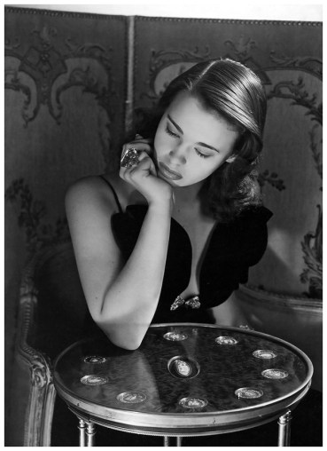 Gloria Vanderbilt-age-17-photo-by-Horst-P-Horst-New-York-1941